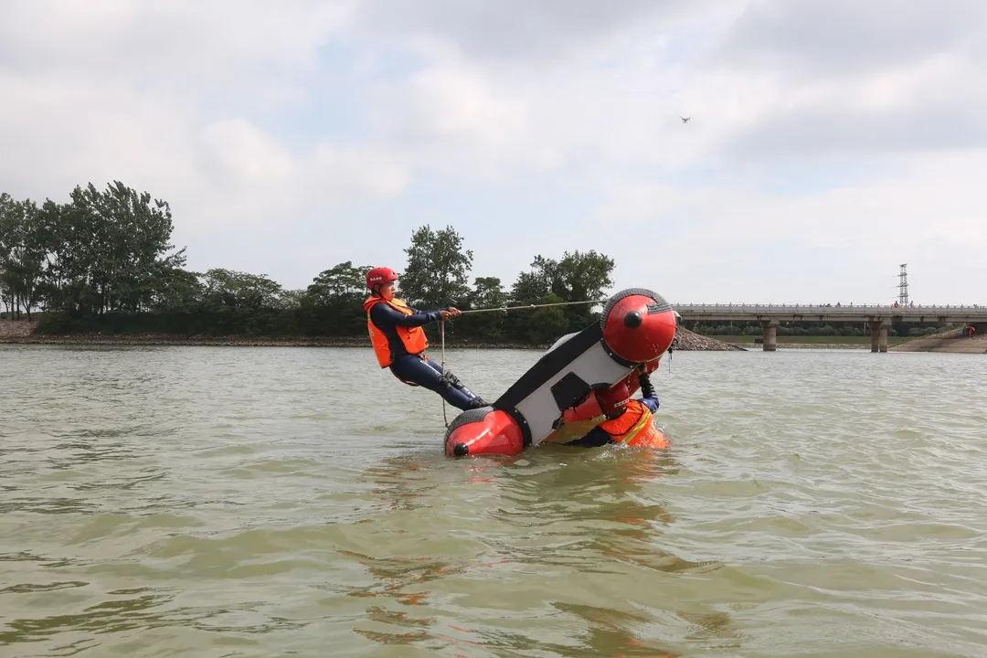 充气救生艇
