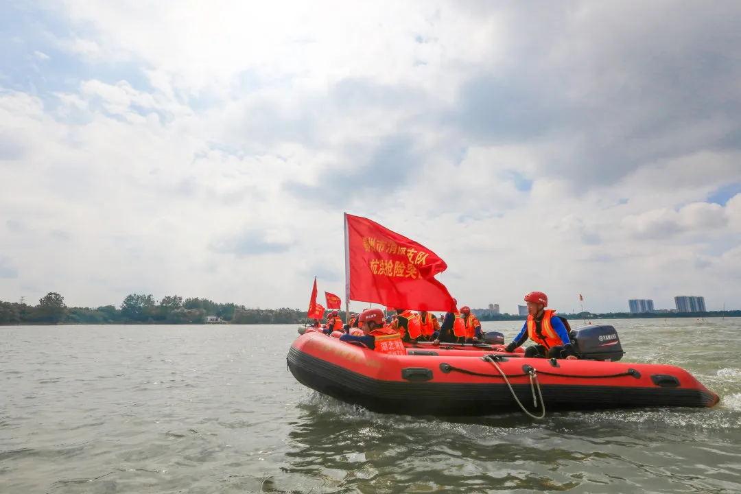 充气救生艇救援
